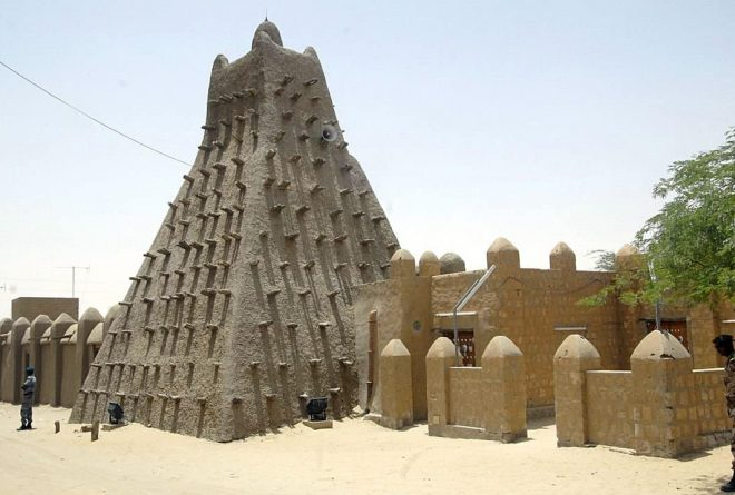 Mali begins reconstruction of Timbuktu tombs