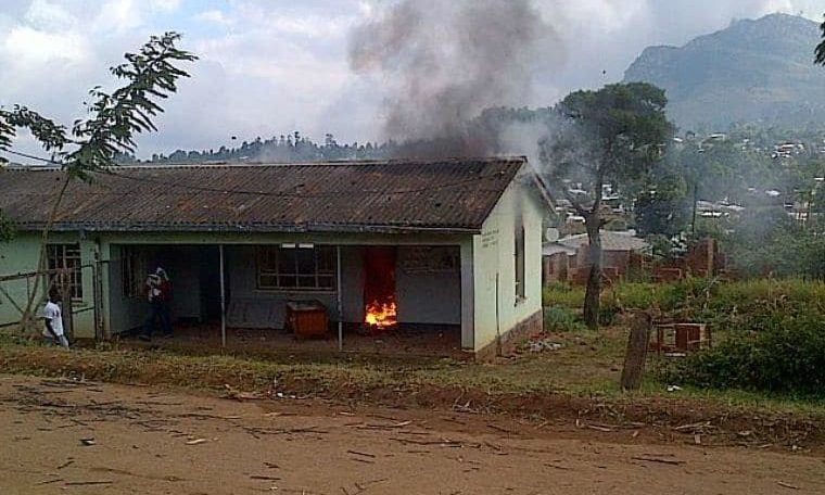 Malawi army to grow presence as unhappy voters torch house