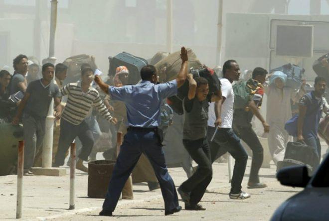 Tunisia shuts Libya border due to violence