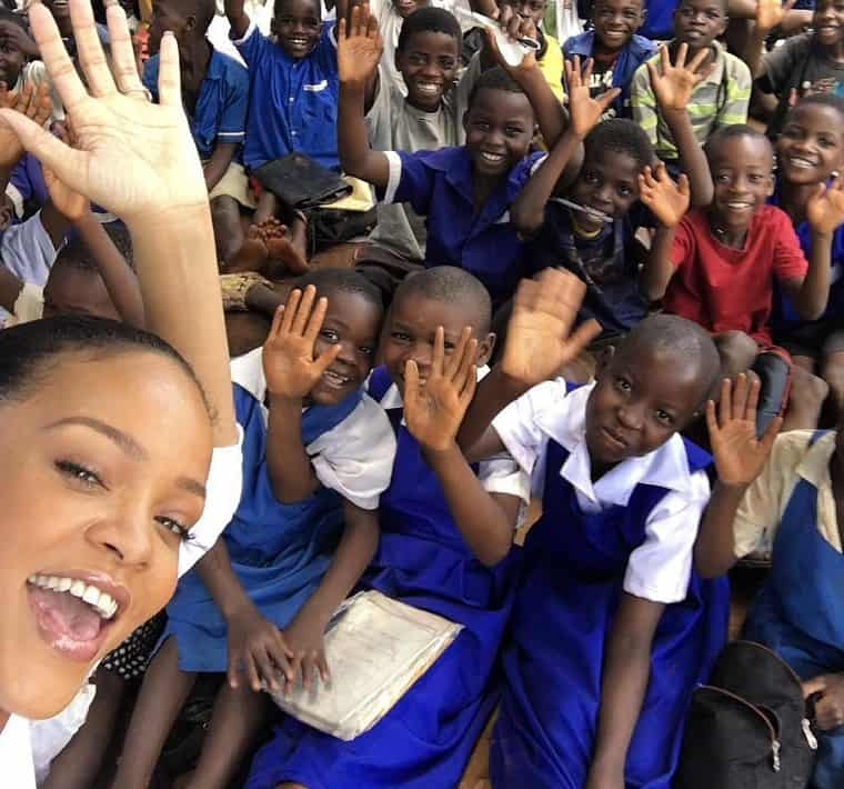 Selfie time Photo: Rihanna/Instagram