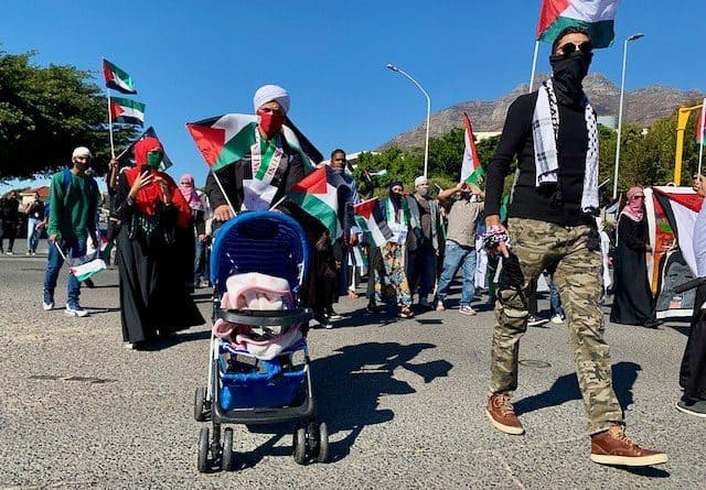 South Africa: Hundreds protest against Israeli airstrikes