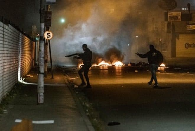 South Africa in flames: spontaneous outbreak or insurrection?
